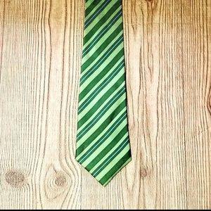 Mens Van Heusen 100%  Silk Tie